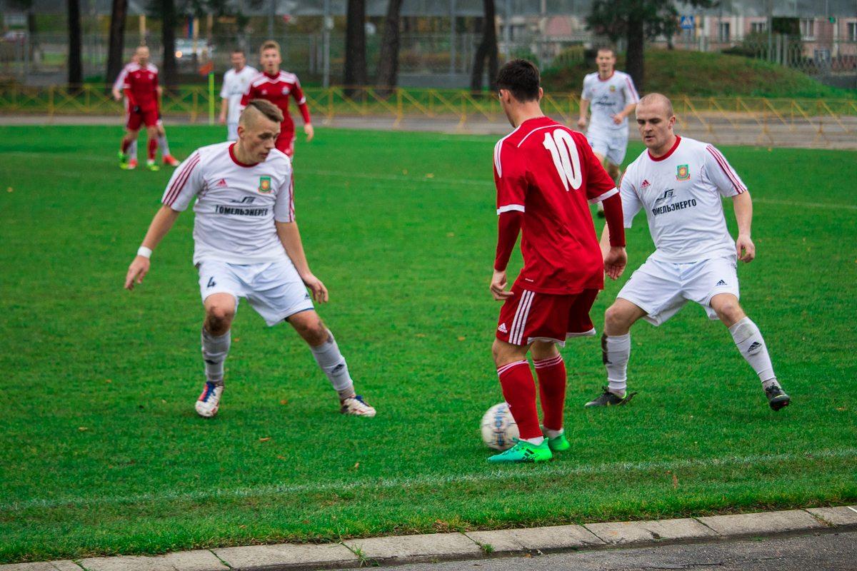 Илья Кухарчик (№10). Все внимание на мяч!