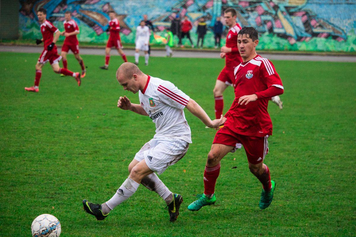 Илья Кухарчик (справа).