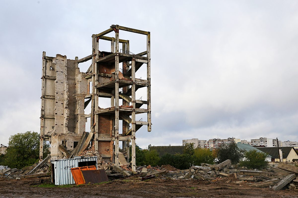 Демонтаж здания, 10 октября.
