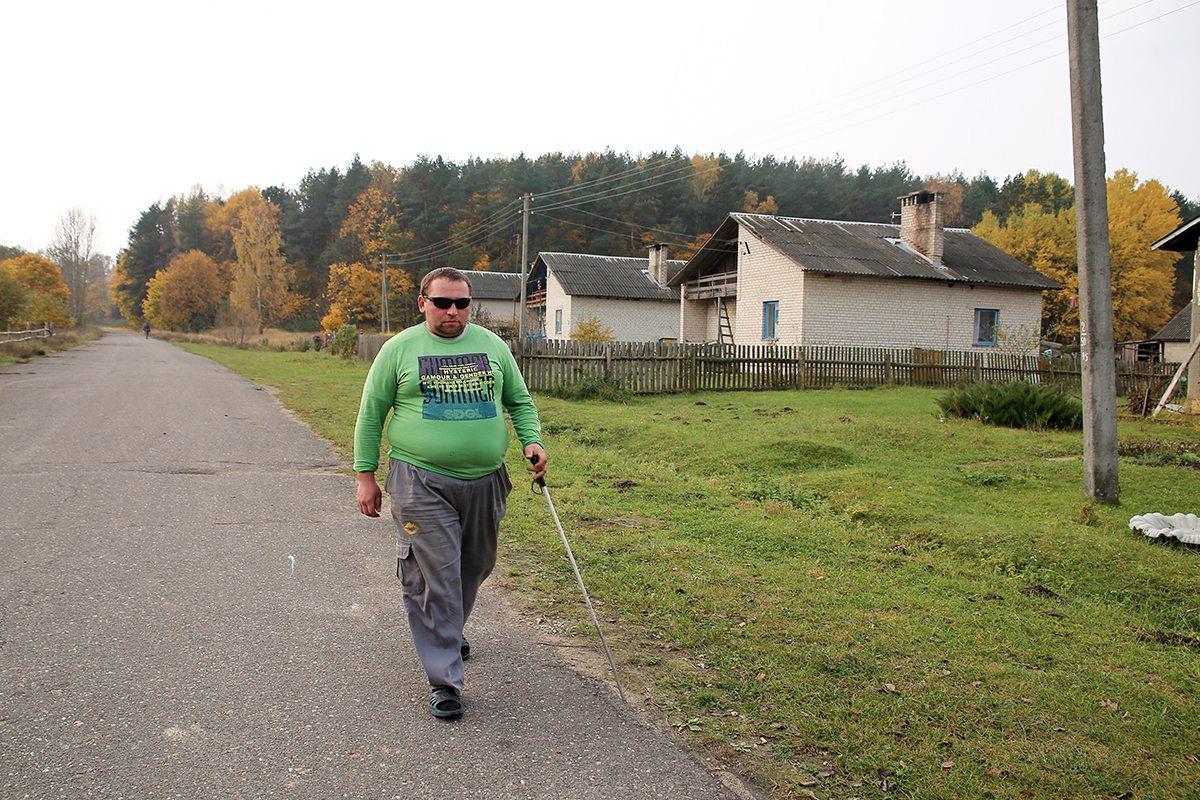 Анатолий самостоятельно может дойти до соседней деревни.