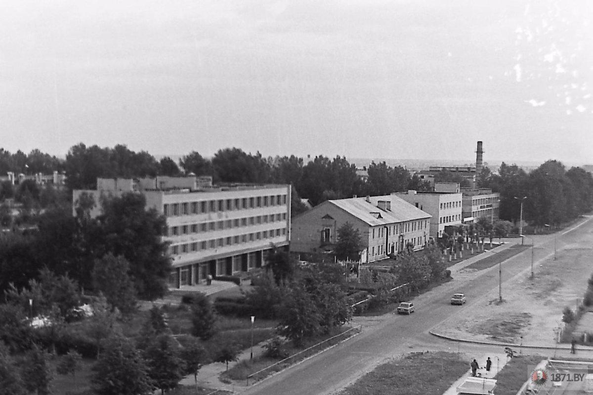 1985 год. Общий вид на административные здания Барановичского авиаремонтного завода.