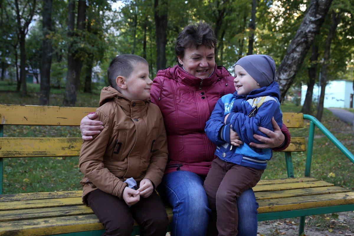 Татьяна Таран с внуками Арсением и Матвеем.