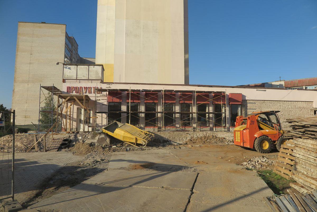 Реконструкция магазина на улице Профессиональной. Фото: Наталья СОЛОМЯНКО