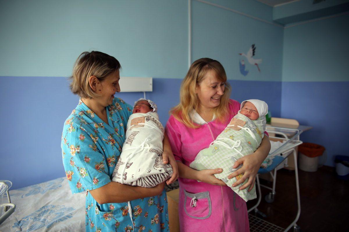 Наталья Самута (слева) родила пятого ребенка. У Татьяны Зенько второй мальчик.