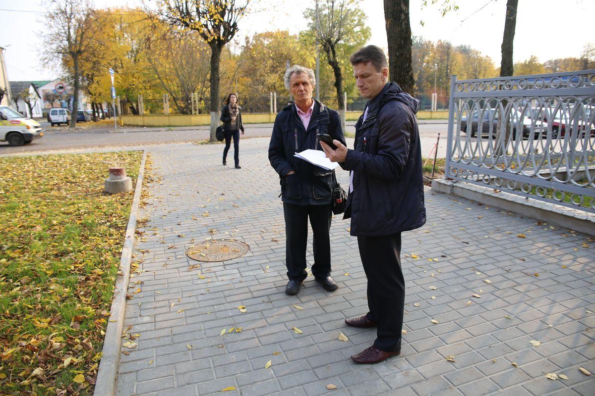 Николай Черноус-младший с отцом около улицы Гагарина.