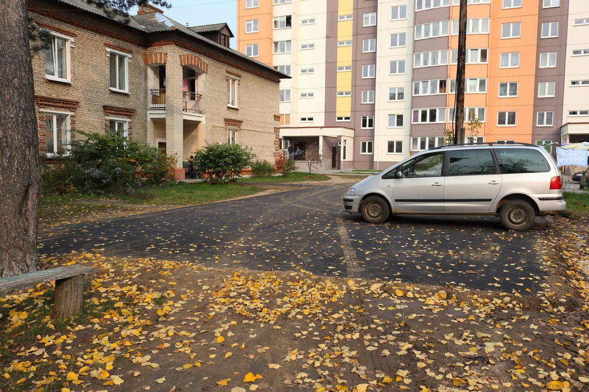 Стоянка во дворе дома №42 на улице Баранова.