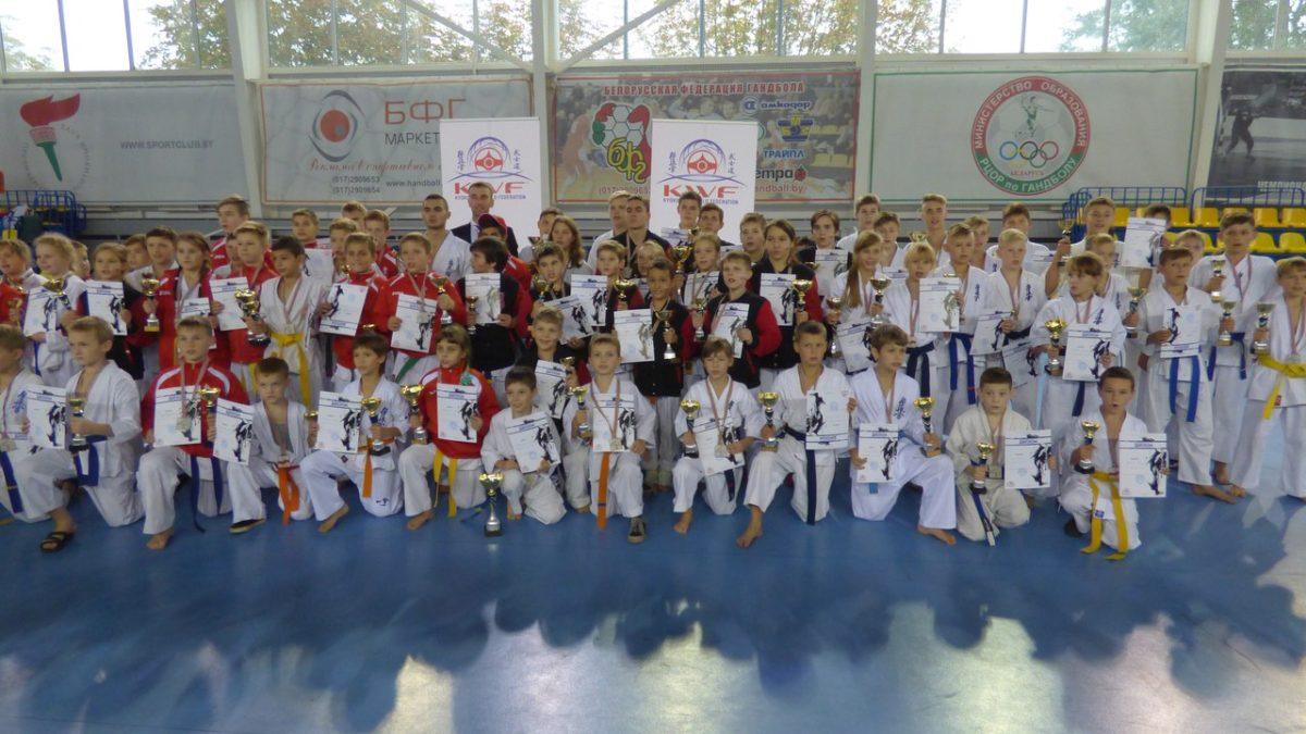 Общее фото всех призеров турнира.