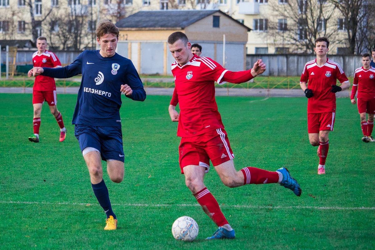 Барановичские футболисты атакуют.