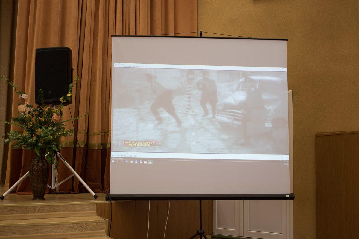 Демонстрация фильма о работе сотрудников МВД.