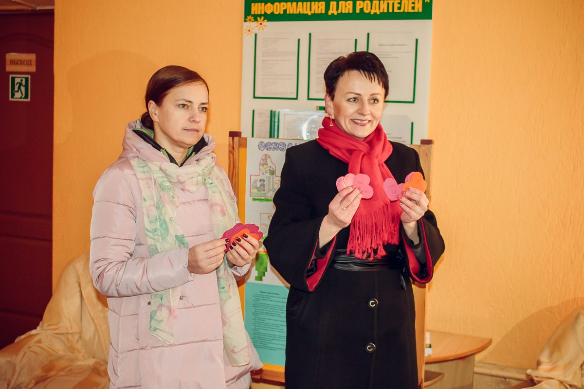 Организатор акции – Ирина Скурич (справа).