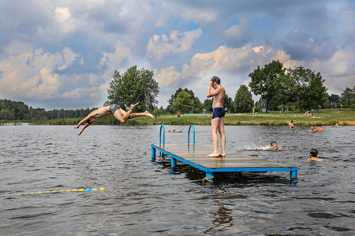 Август 2017 года. Отдыхающие на водохранилище Мышанка. Фото: Татьяна МАЛЕЖ
