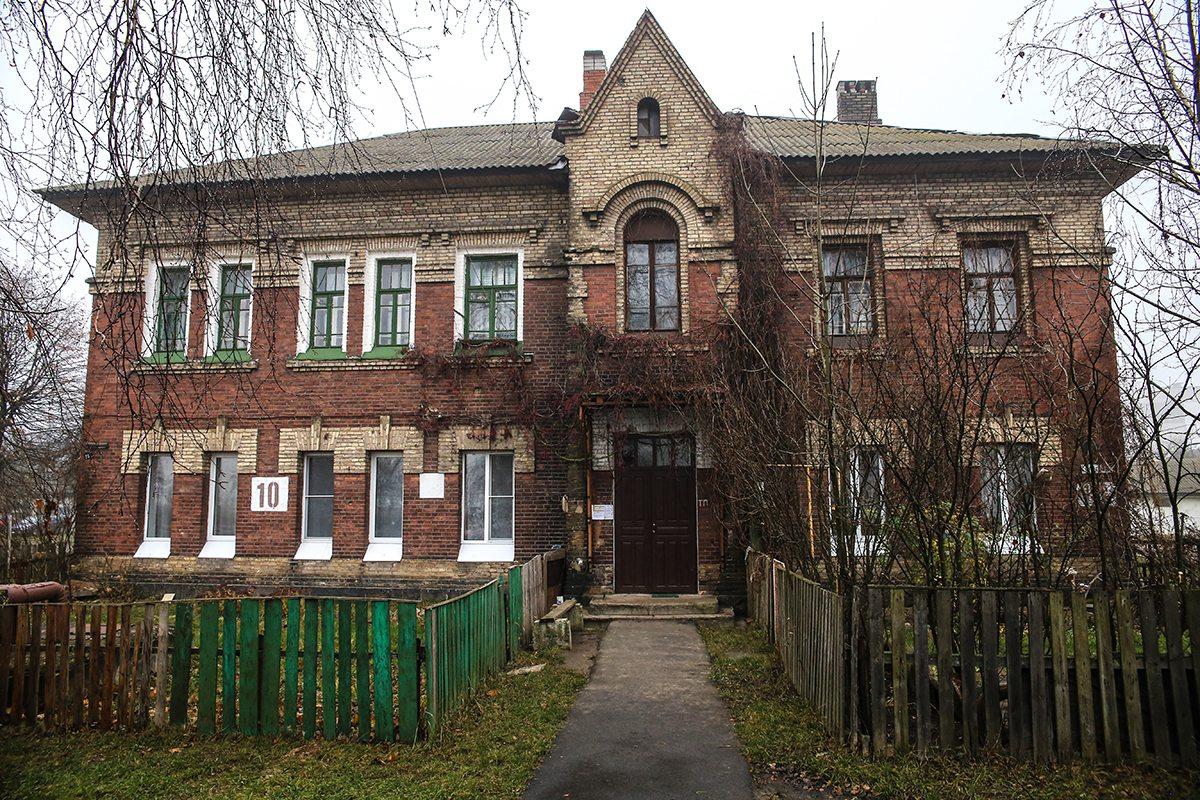 Один из домов на улице Железнодорожной. Фото: Евгений ТИХАНОВИЧ