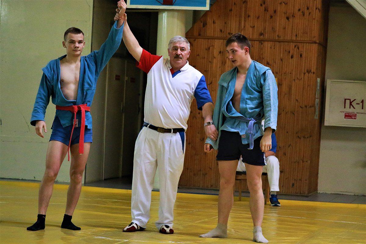 Кирилл Шевчук (с красным поясом, Ивацевичи) и Егор Серисько (Ляховичи).
