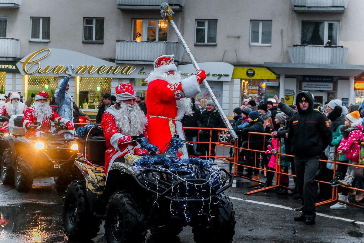 Дед Мороз приехал на праздник на квадроцикле