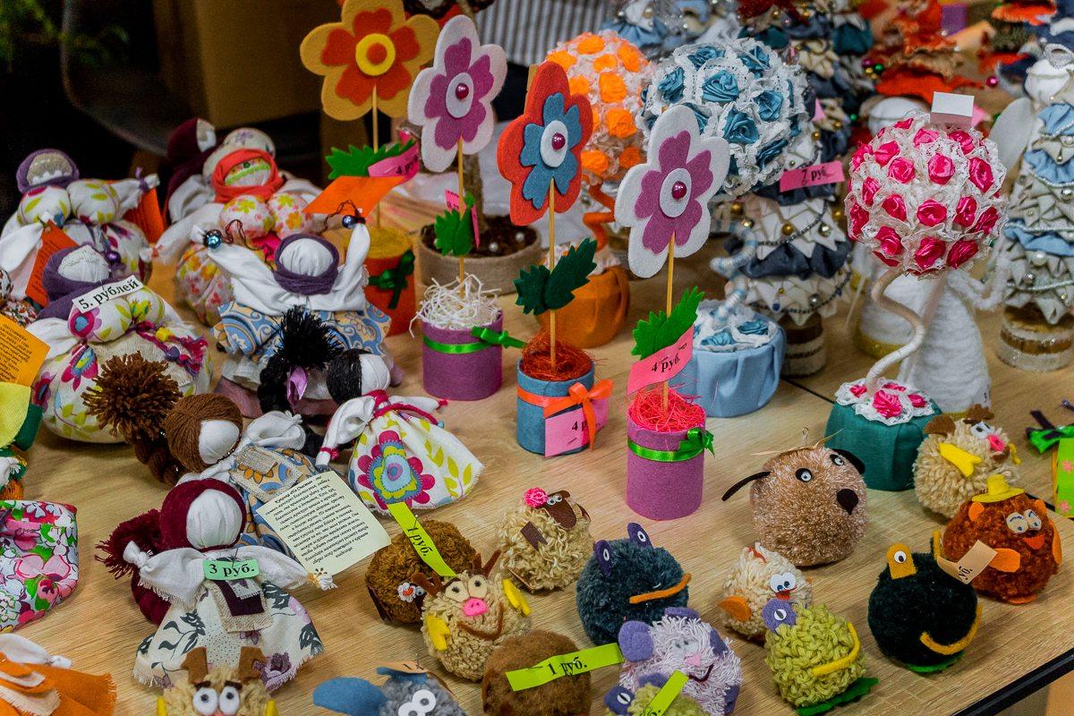 Сувениры, сделанные руками участников коворкинга «Добрые подарки»