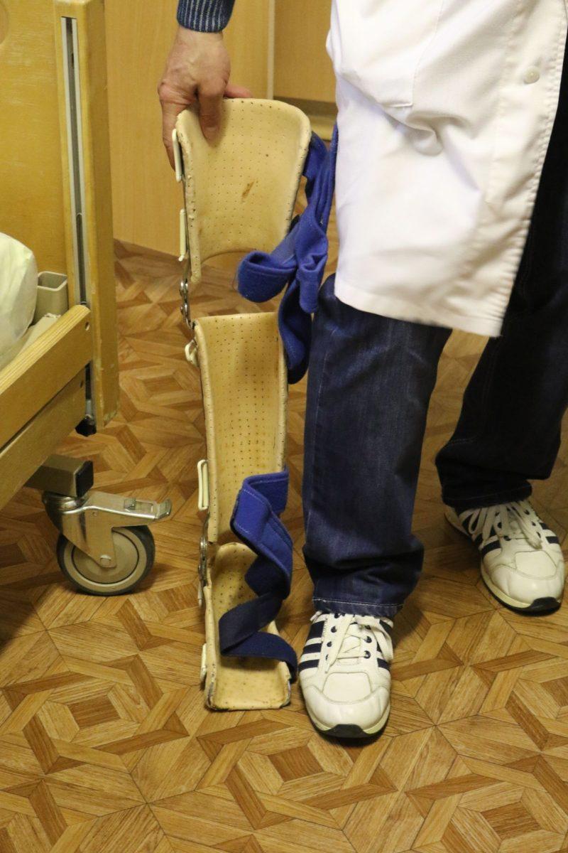 Ношение такого ортеза помогает вернуть ноге правильное положение.