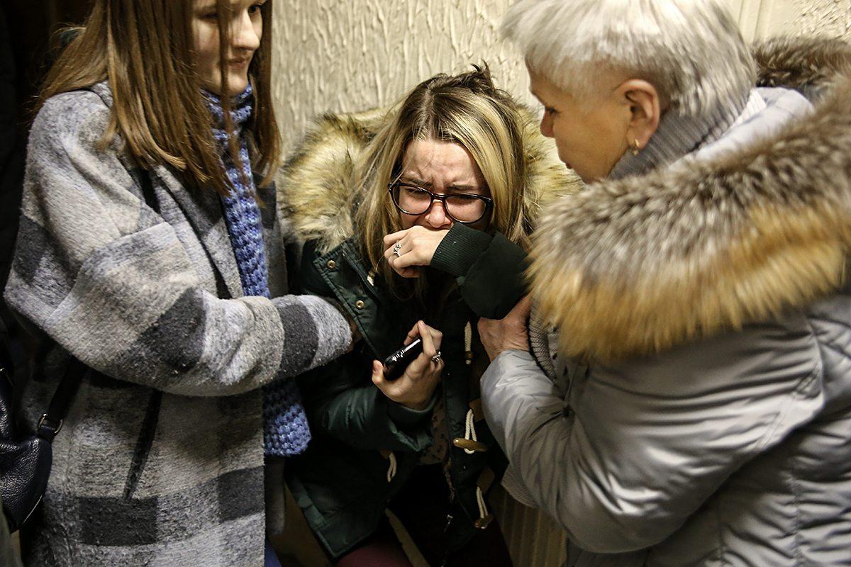 Перед началом заседания Маша расплакалась, когда увидела обвиняемого. Фото: Евгений ТИХАНОВИЧ