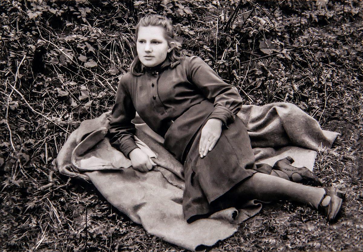 1944 год. Восемнадцатилетняя Нинель в военное время была медсестрой. Фото: архив Нинель ГУДЗЬ