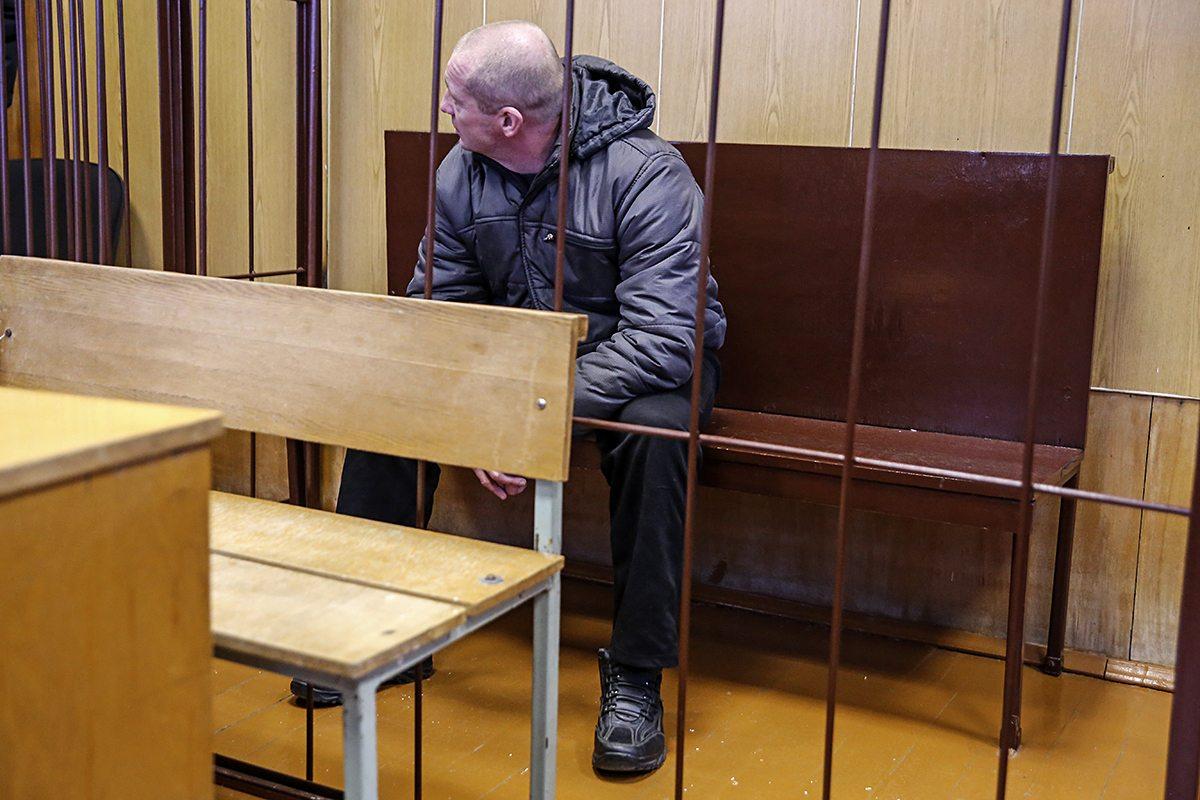 Обвиняемый перед началом заседания суда. Фото: Евгений ТИХАНОВИЧ