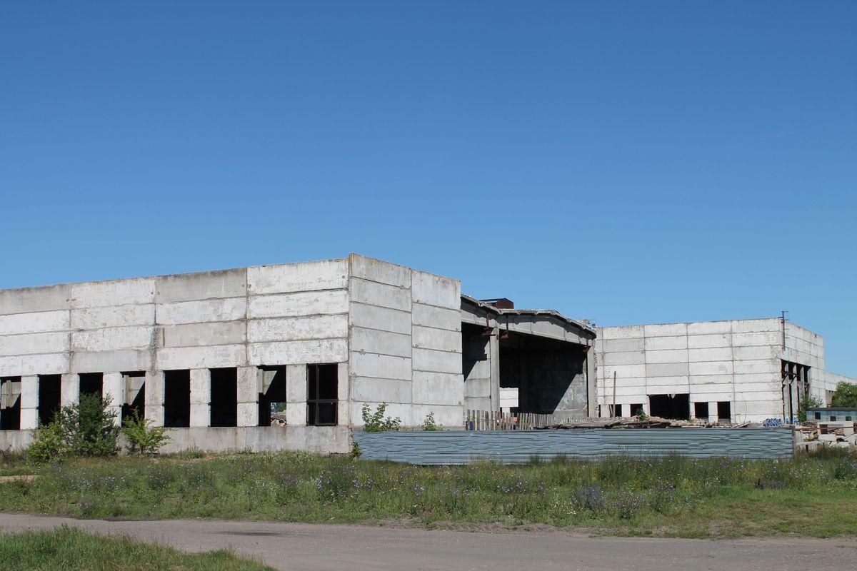 Недостроенные здания стройтреста №25 на улице Бадака. Фото: сайт butb.by