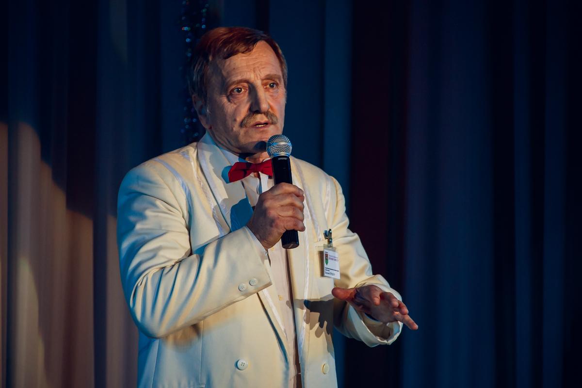 Руководитель городского концертного оркестра магистр искусств Василий Прадун.