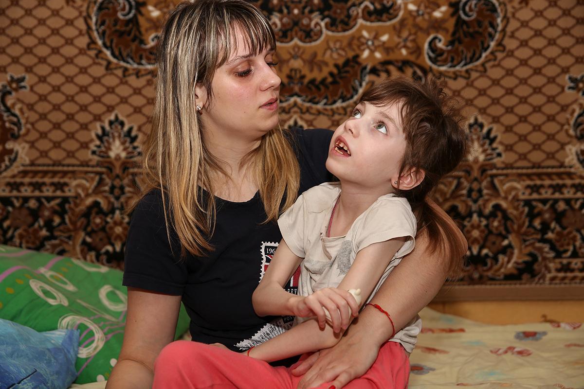 7-летняя Лиза со своей мамой.