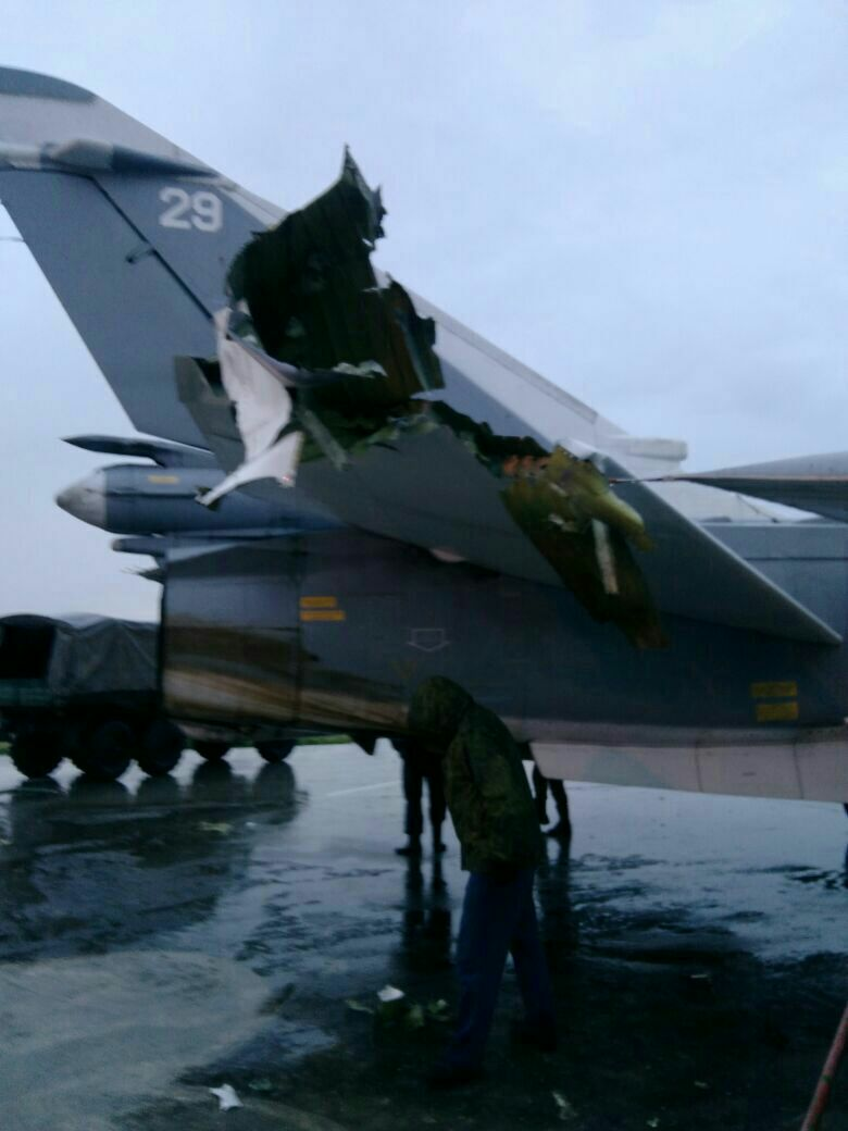 Поврежденный после обстрела российский самолет. Фото: https://vk.com/roman_saponkov