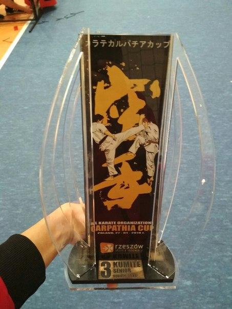 Памятный кубок за 3-е место турнира.