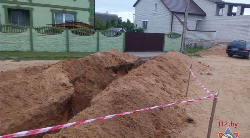 В Барановичах обрушилась траншея. Фото: www.mchs.gov.by