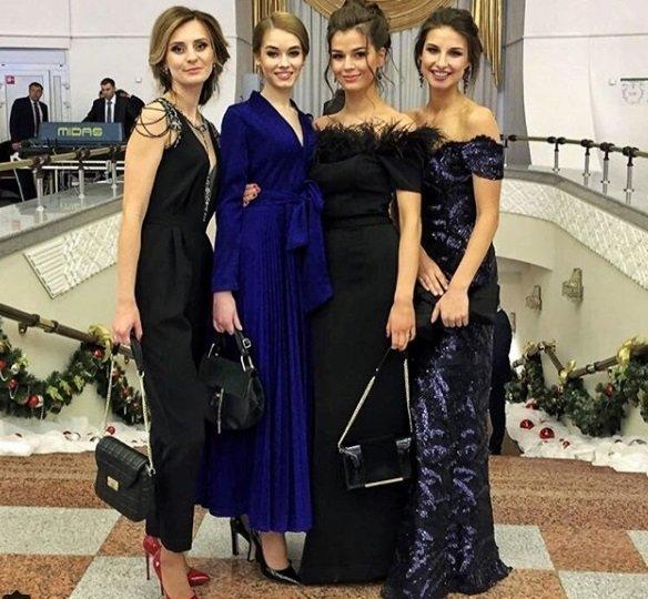 Ксения Санкович (крайняя справа), Дарья Шманай (вторая), «Наша Нiва»