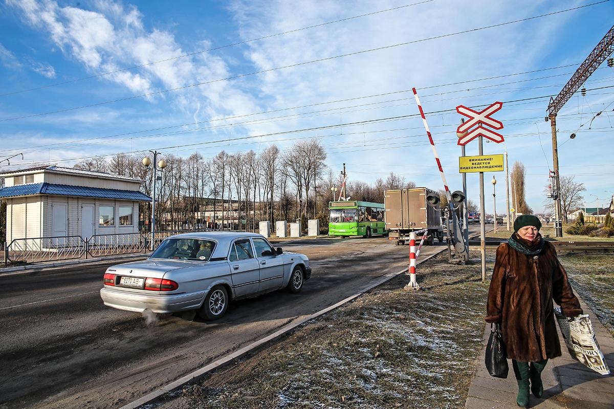 Январь 2018 года. Железнодорожный переезд на улице Кирова. Фото: Евгений ТИХАНОВИЧ