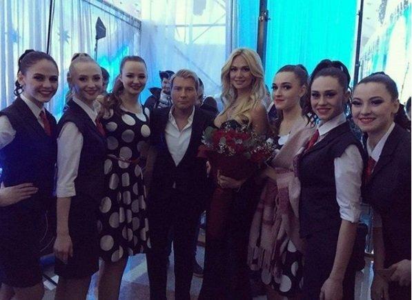 Виктория Лопырева (с цветами) и Николай Басков, «Наша Нiва»