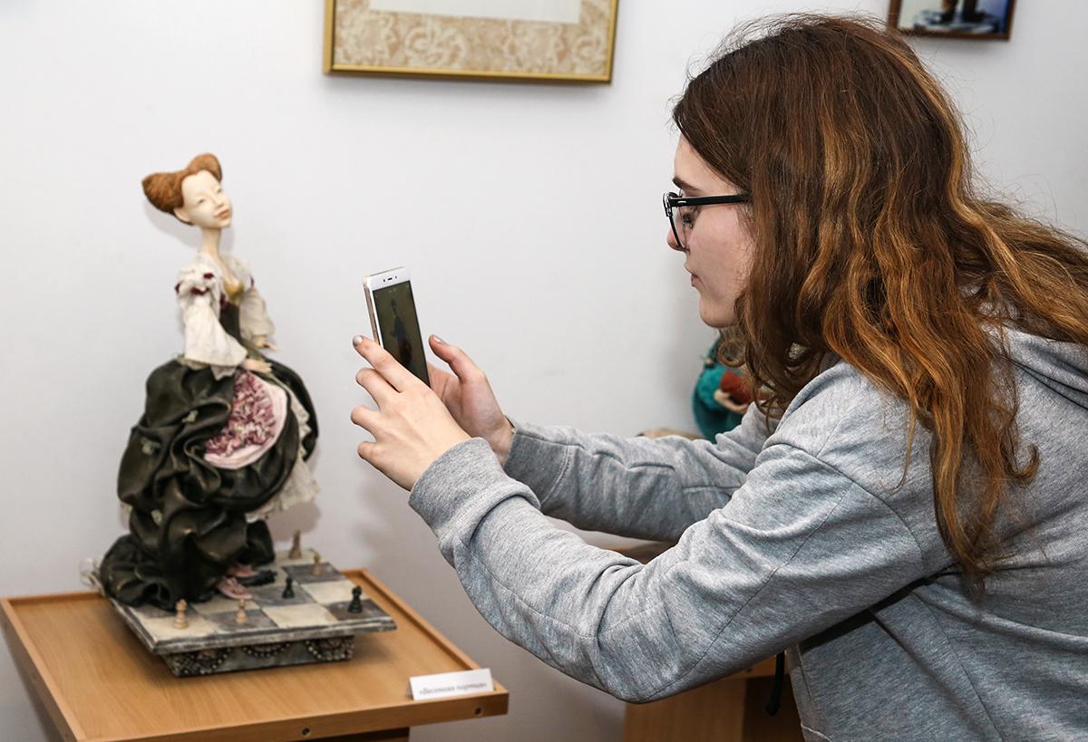 В Барановичах открылась выставка кукол «Рождества волшебные мгновенья в кукольном мире» — Intex-press. Последние новости города Барановичи, Беларуси и Мира