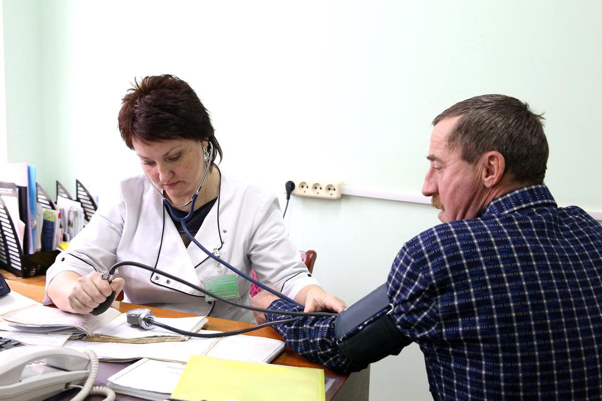 27 декабря. Заведующий отделением  профилактики поликлиники №4 Наталья Сей принимает пациента.