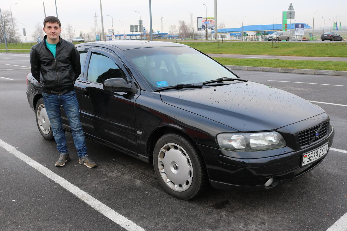 Евгений Соловьев владелец автомобиля. Фото: Александр ЧЕРНЫЙ