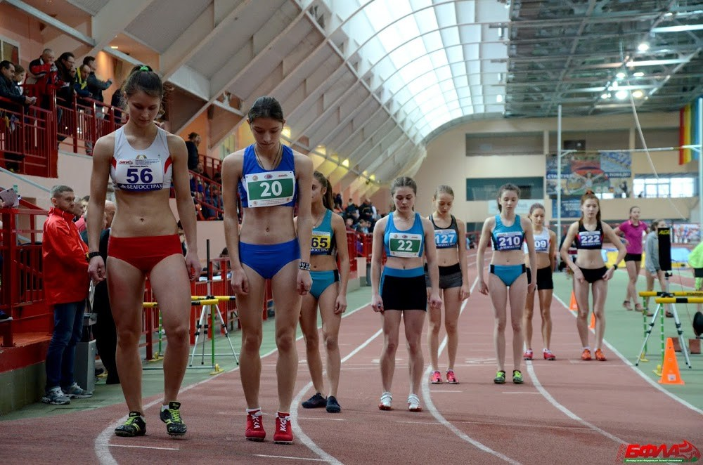 Ирина Лущик (крайняя слева) перед забегом.
