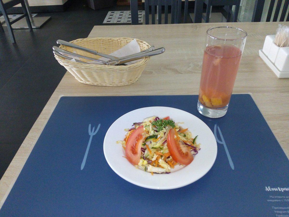 Салат и компот.