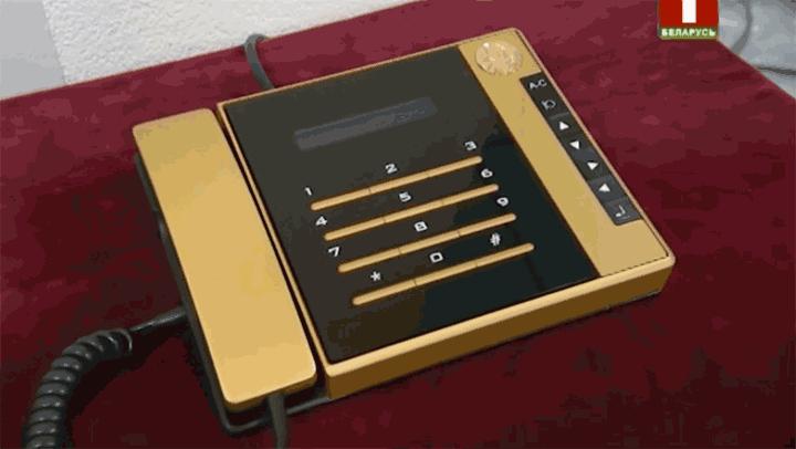 Современный телефон правительственной связи, отечественная разработка.