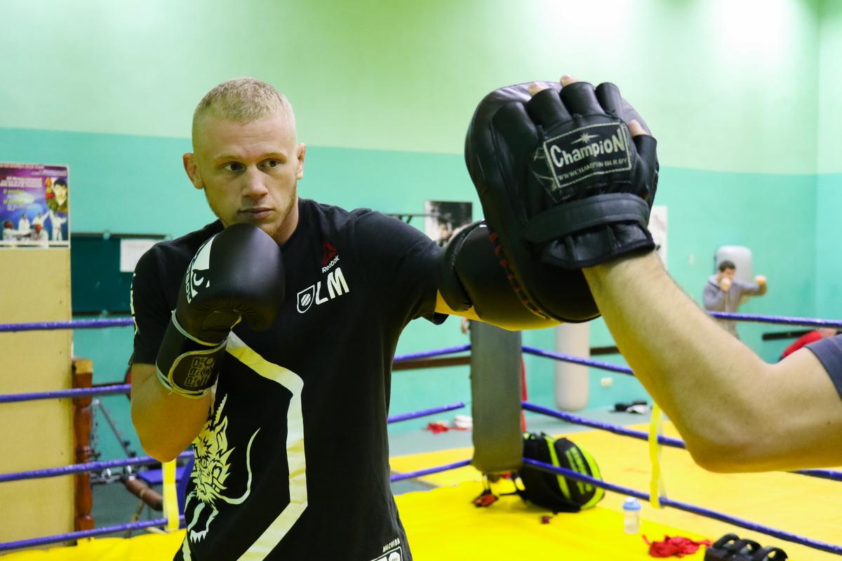 Максим Пугачев (справа) на тренировке. Фото: Александр ЧЕРНЫЙ
