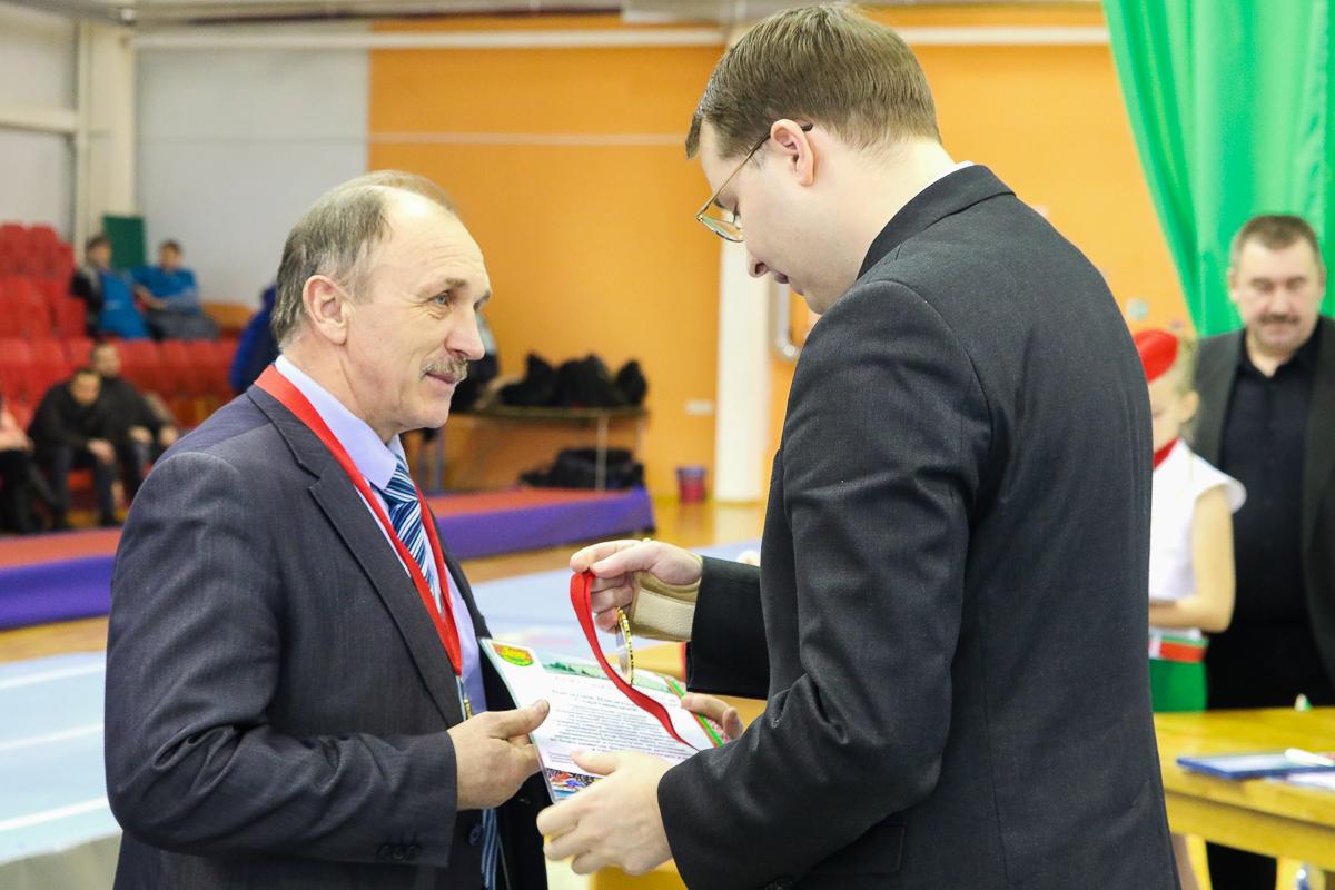 ... Его тренер Анатолий Хвойницкий.
