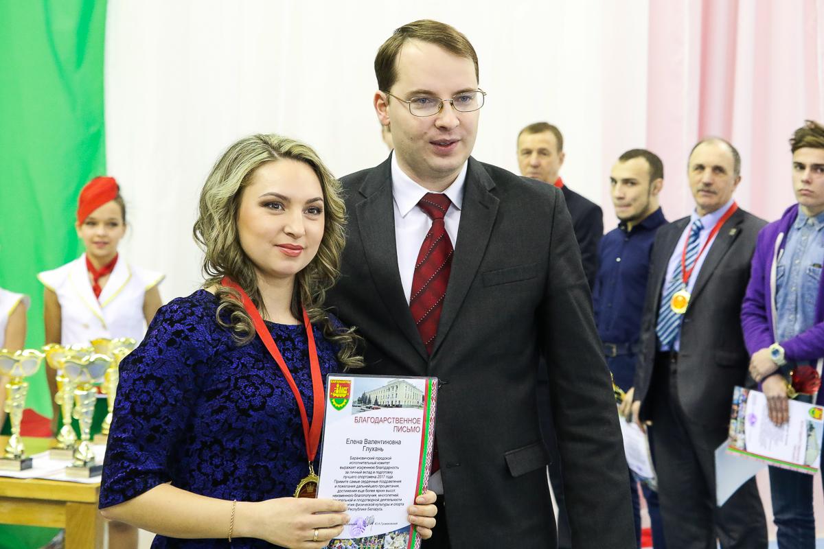 ... Ее тренер Елена Глухань.