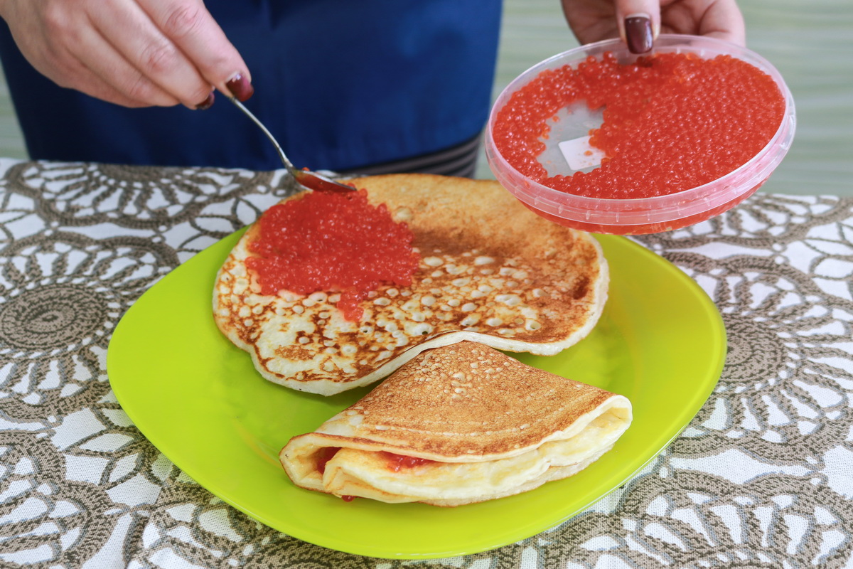 В качестве начинки можно использовать красную икру.