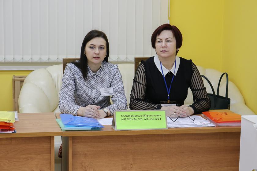 Члены участковой избирательной комиссии на участке для голосования №68 в день выборов, 18 февраля.