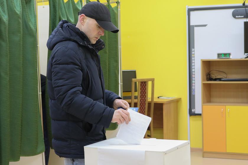 Голосование на участке №68 утром, 18 февраля.