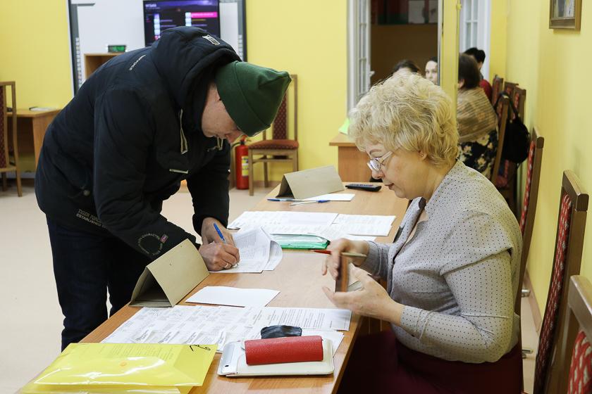 Голосование на участке №68 утром 18 февраля.