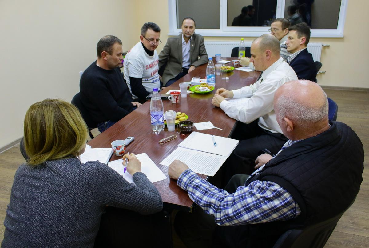 31 января. Участники круглого стола в редакции Intex-press. Фото: Евгений ТИХАНОВИЧ