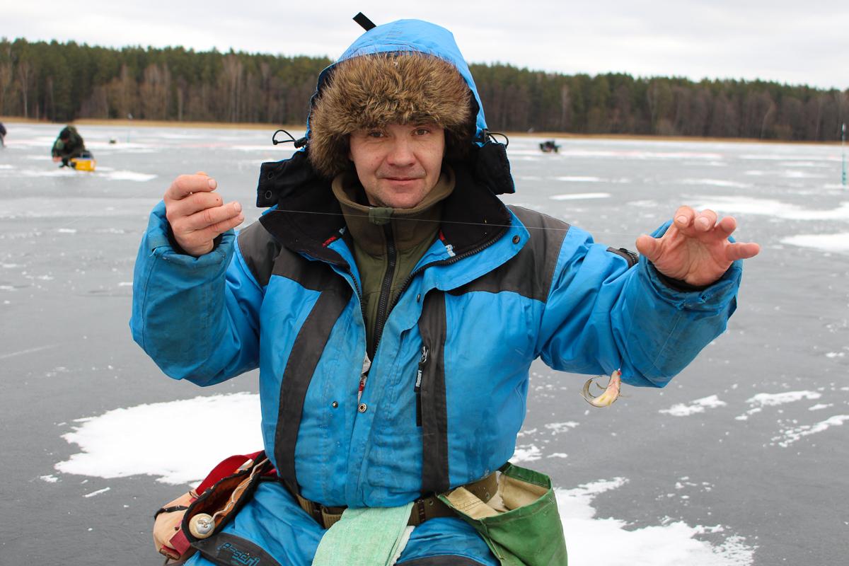 Опытный рыболов Вадим с очередным уловом.