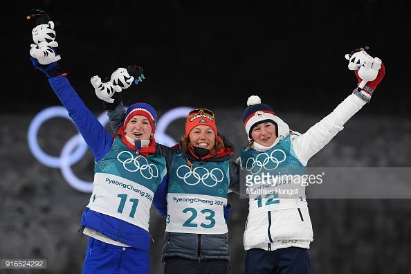 Медалистки спринта: Лаура Дальмайер (в центре), Марте Ульсбю (справа), Вероника Виткова (слева).