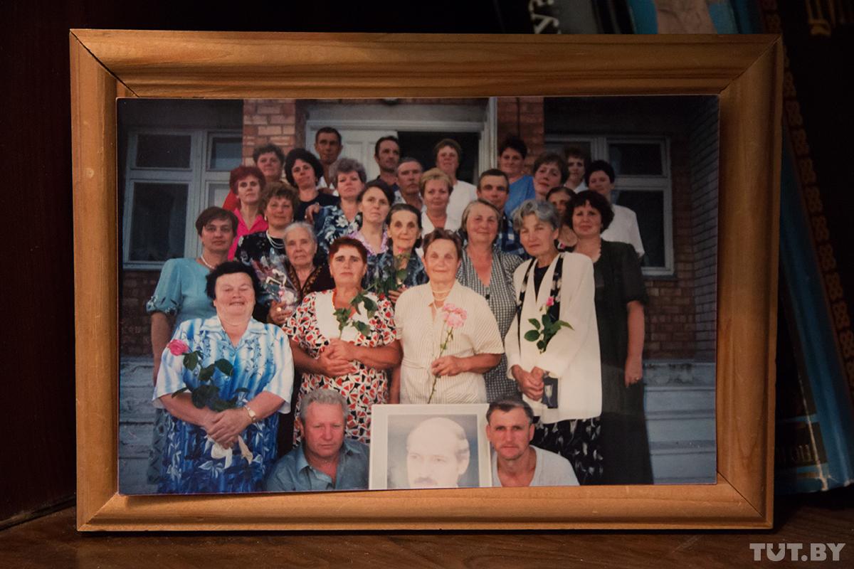 Выпускники Александрийской школы и их учителя встретились через 25 лет — в 1996 году. Все фото: TUT.by.