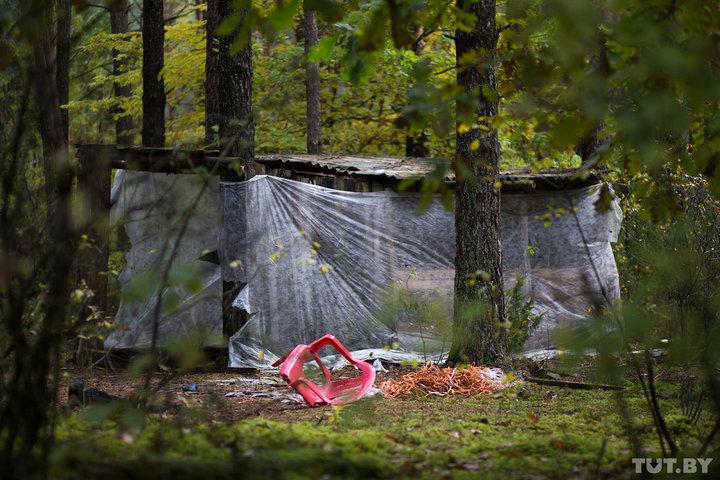 Шалаш «база», где нашли велосипед ребенка. Фото: Катерина Гордеева, TUT.BY